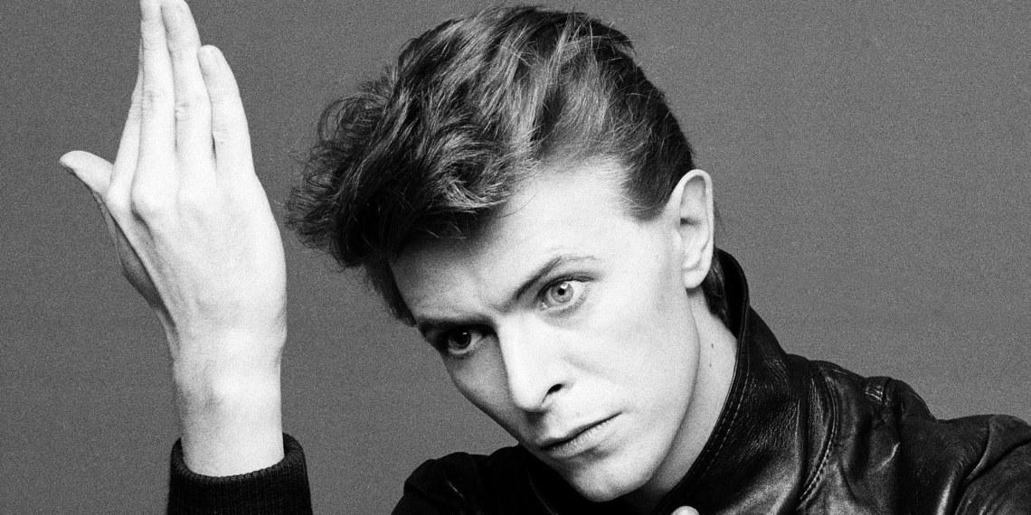 """Quelle stupide polemiche su chi condivide Bowie, """"senza"""" conoscerlo"""